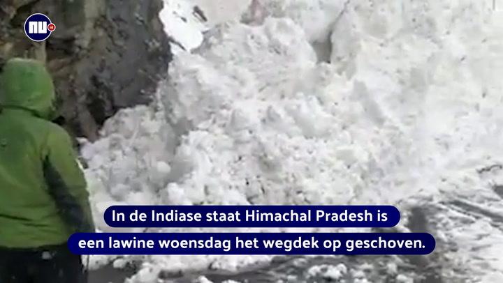 Lawine schuift op wegdek India