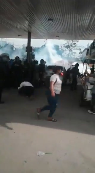 Impactante desalojo de pobladores de Chamelecón que exigen reparación de bordos