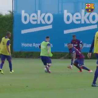Messi ''quiebra'' a Vidal en su regreso al entrenamiento del Barcelona
