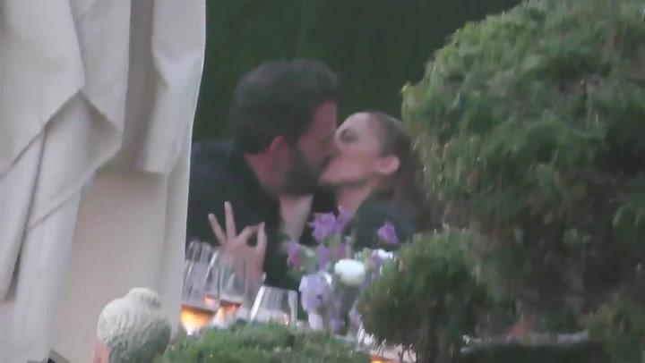 El beso que confirma la relación entre Ben Affleck y Jennifer Lopez