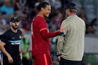 Regresó el capi: Van Dijk vuelve a jugar con el Liverpool nueve meses después de su lesión