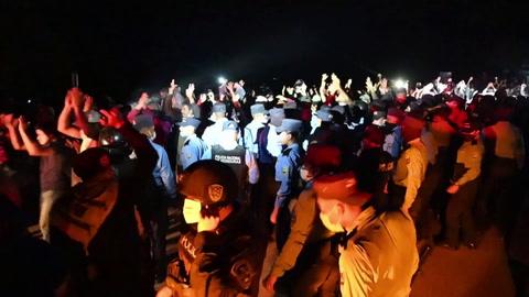 Caravana de migrantes quiebra cerco en Guatemala y continúa viaje a EEUU