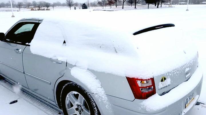 Aldri mer snø på bilrutene med genialt triks