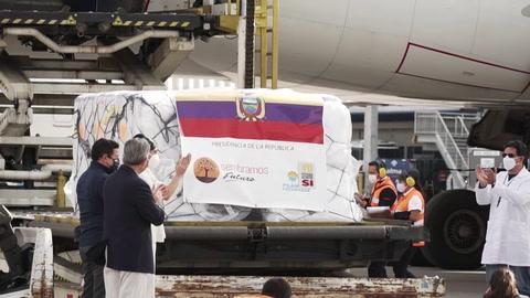 Llegan vacunas a Ecuador y Panamá comienza inmunización