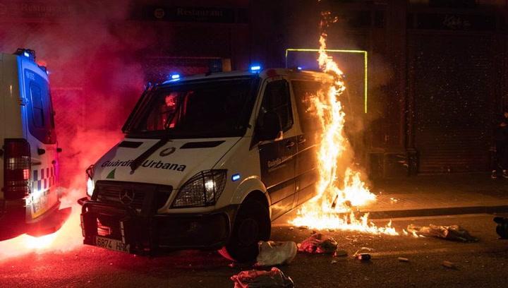 Graves incidentes en Barcelona en otra jornada de protesta contra el encarcelamiento de Pablo Hasél