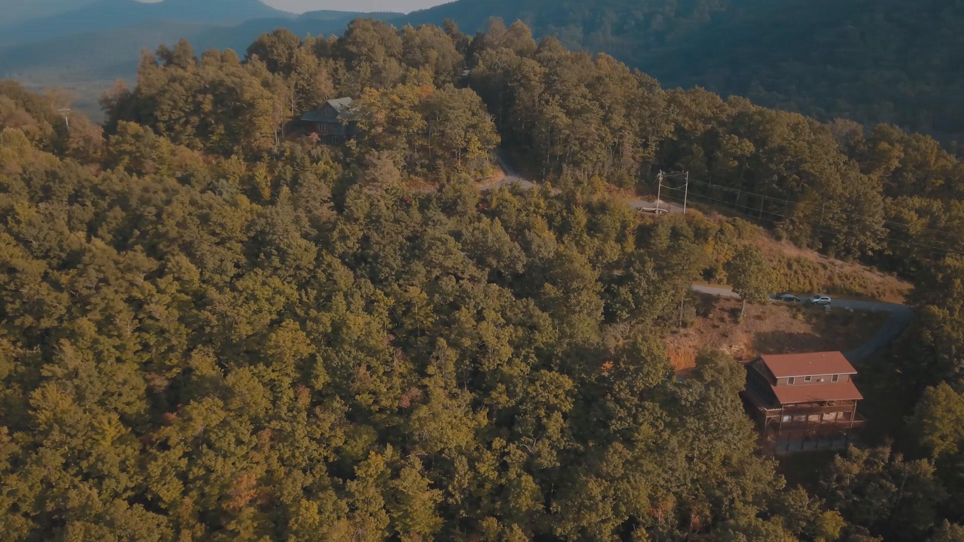 Christine + Jeffrey | Black Mountain, North Carolina | Bama Bear Lodge