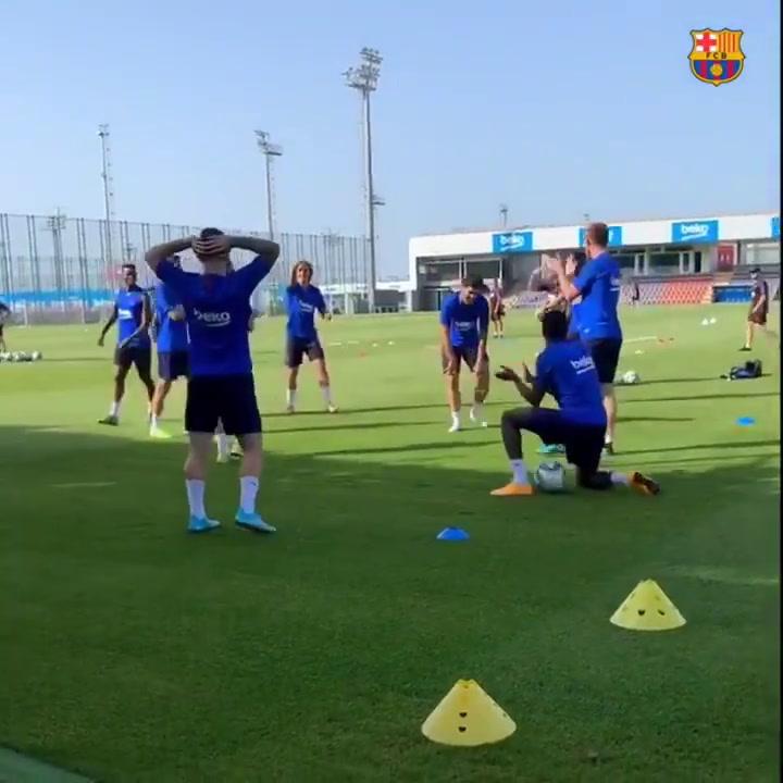 Caño a Aleñá y risas en el entrenamiento del Barça del 01/08/2019
