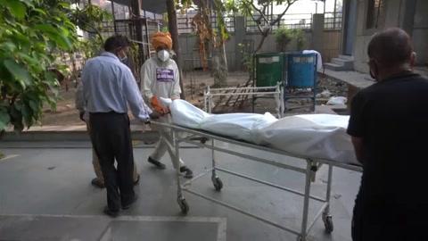 India supera los 250.000 muertos por covid-19 en plena inquietud por variante