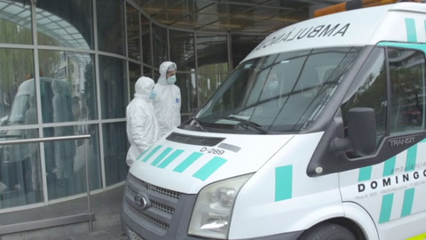Crece esperanza en España en lucha contra coronavirus, que lleva a Boris Johnson al hospital