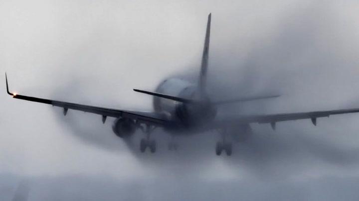 Plutselig tar kryssvinden tak i flyet