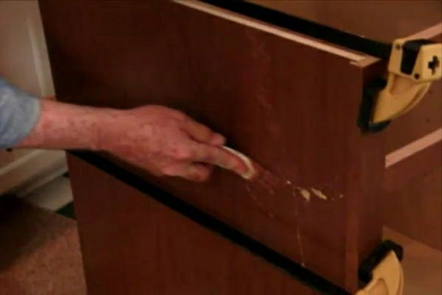 How to Repair Gouges in Kitchen Cabinets