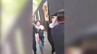 Policía de Ciudad de México detiene a activistas y a un migrante centroamericano a las afueras de un albergue