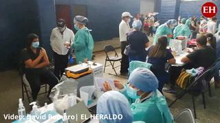 Vacunación contra el covid a inmediaciones del Nacional