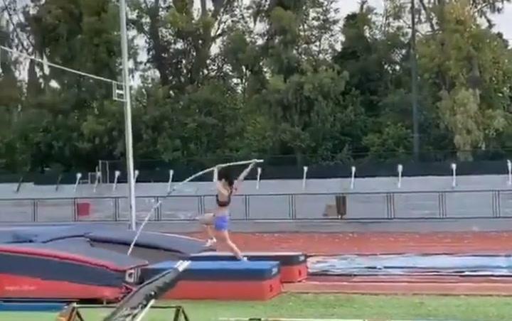 La pertiguista griega Katerina Stefanidi vuelve a entrenar tras el confinamiento