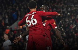 Salah y Mané evitan la primera derrota del Liverpool y acarician el título inglés