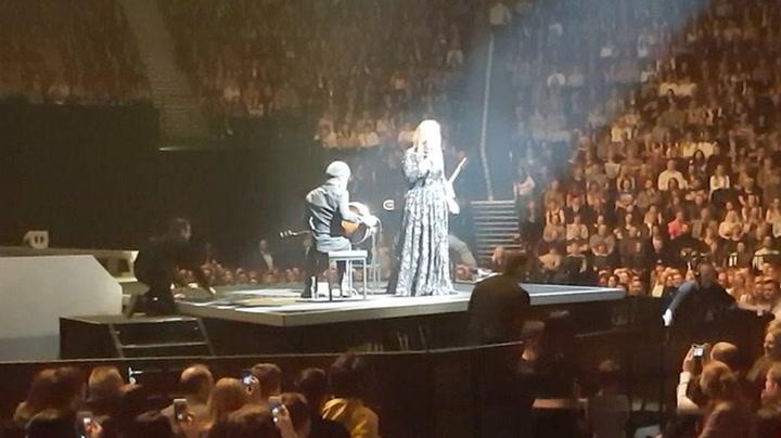 Adele stoppet konserten - gjorde rørende gest