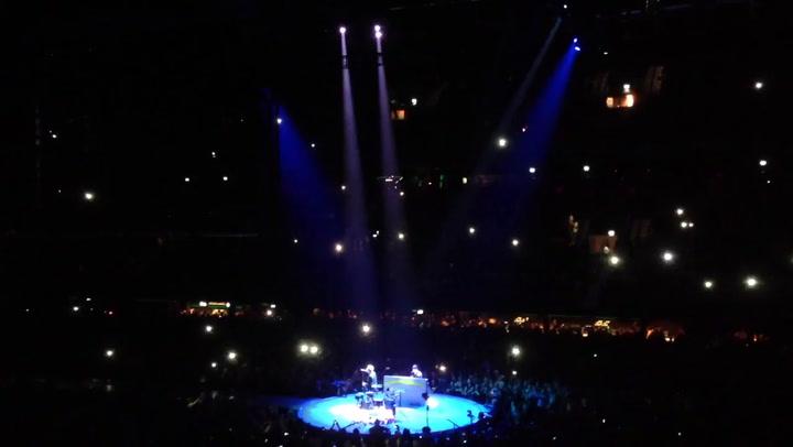 U2 brengt eerbetoon in Ziggo Dome aan overleden prins Friso