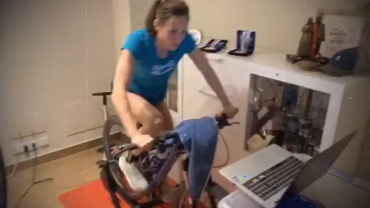 La nadadora Jessica Vall se sigue entrenando en casa