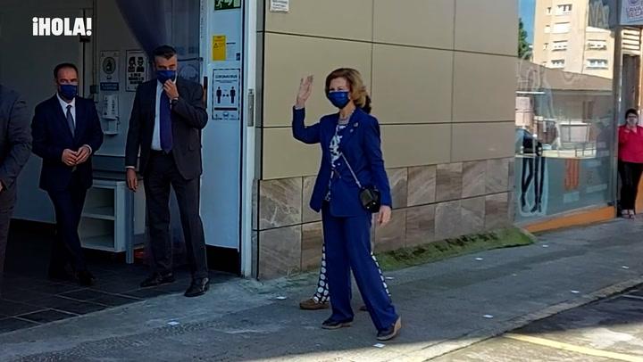 La Reina Sofía visita el Banco de Alimentos de Cantabria en medio de un caluroso recibimiento