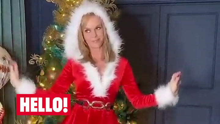 Amanda Holden gets into the Christmas spirit at home!