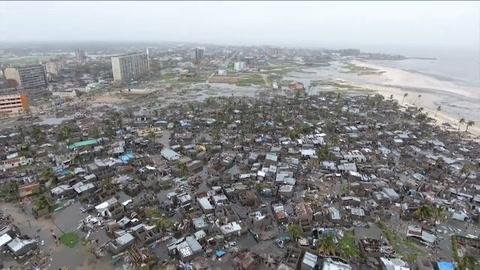 Rescate contra reloj tras ciclón en Mozambique y Zimbabue