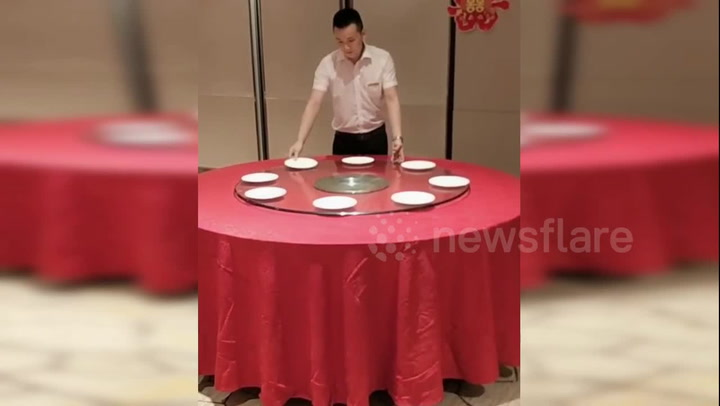 Hotel Employee Shows Off A Great Table Setting Hack