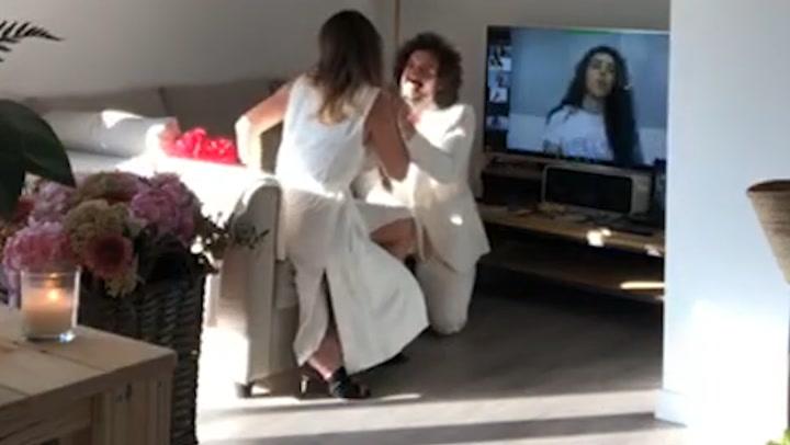 El espectacular despliegue del reportero José Antonio León para pedir matrimonio a su chica