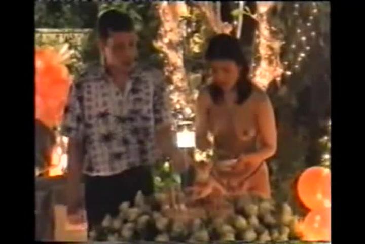 Maha Vajiralongkorn, rey de Tailandia, en una de sus fiestas con concubinas