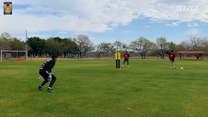 Grandes goles y atajadas en el entrenamiento de Tigres