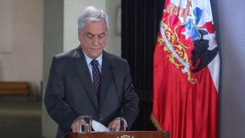 Presidente de Chile condena abusos policiales en cuatro semanas de estallido