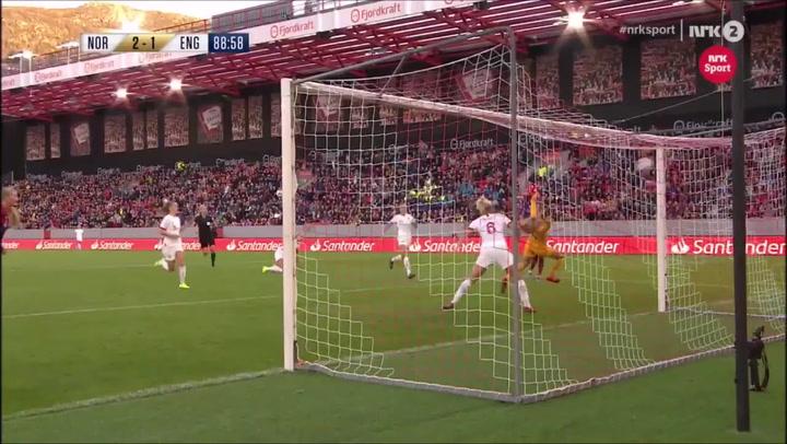 Caroline Graham Hansen, nuevo fichaje del Barça femenino, marcó un golazo con Noruega