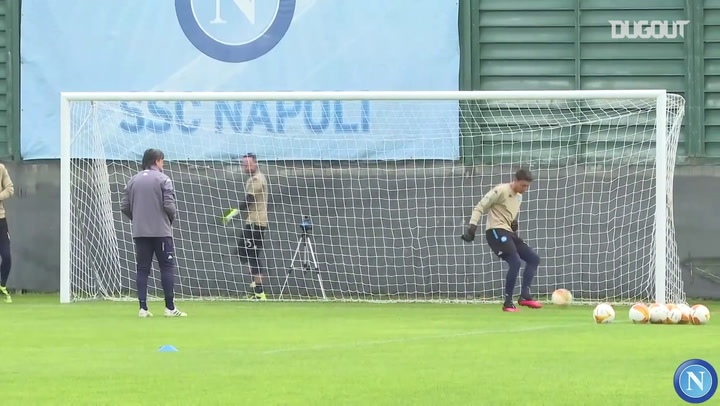 Napoli treina para o duelo contra o AZ Alkmaar na Liga Europa