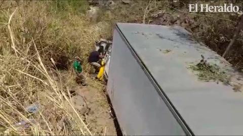 Rastra cae a hondonada en el anillo periférico en el sector de La Arenera