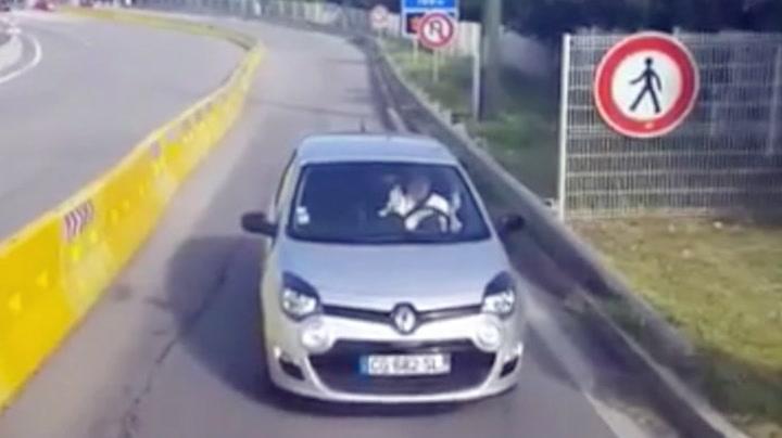 Kvinnen kjørte feil - så måtte hun rygge ...
