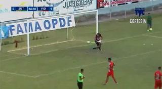 Franco Guity anota el 3 - 1 de Juticalpa ante Vida