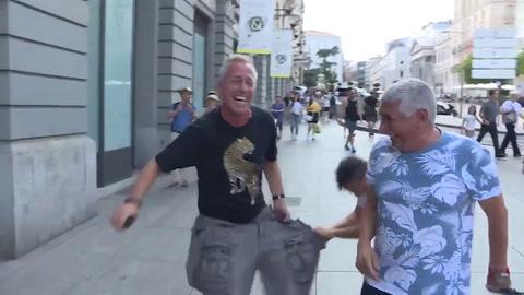 Marley publicó un video que muestra cómo le arrancaron los pantalones en Roma