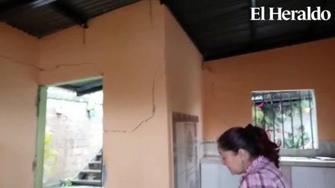 Por falla geológica vecinos de la aldea Suyapa desalojan sus hogares