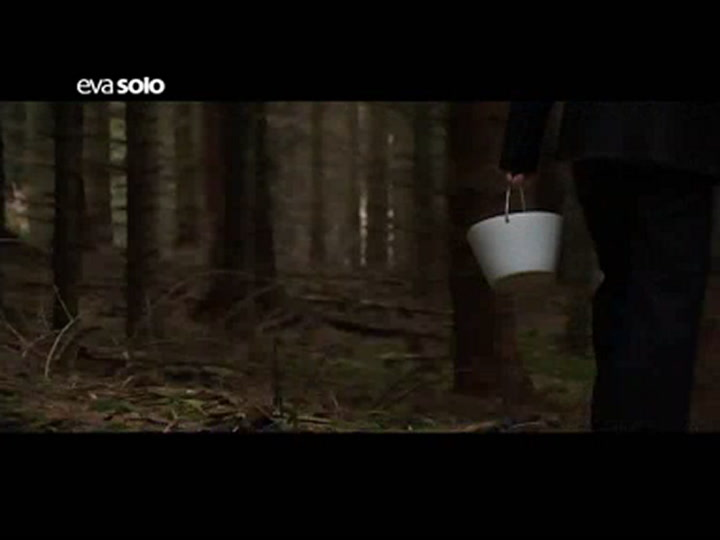 Preview image of Eva Solo White Bowl with Handle  video