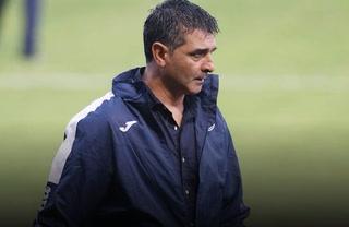 Diego Vázquez atiza contra el arbitraje y revienta al mexicano Pedro Rebollar