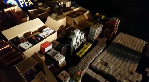 Incautan cargamento de artículos de pesca y camping ingresados por contrabando