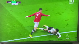 Cristiano Ronaldo pierde la cabeza en goleada ante Liverpool