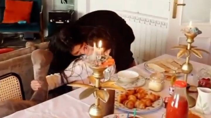 La gran sorpresa que le han dado a María García de Jaime sus dos chicos por su 25 cumpleaños
