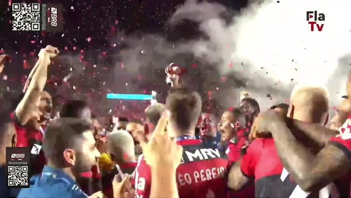 Confira a festa do Flamengo com a taça do Brasileirão 2020
