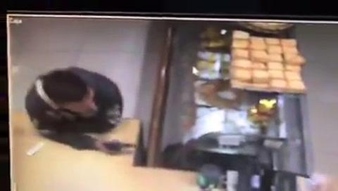 Un video muestra cuando roban en una panadería de zona sur
