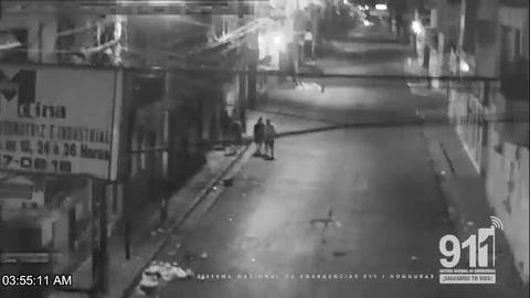 Cámaras del 911 captan a sujetos intentando saquear un negocio en Comayagüela