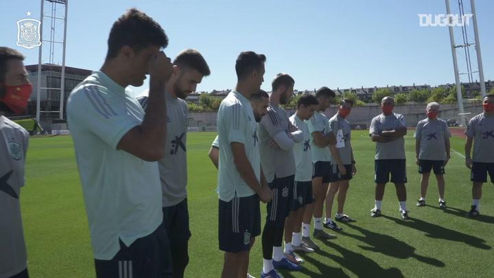 Spain players thank their kitmen