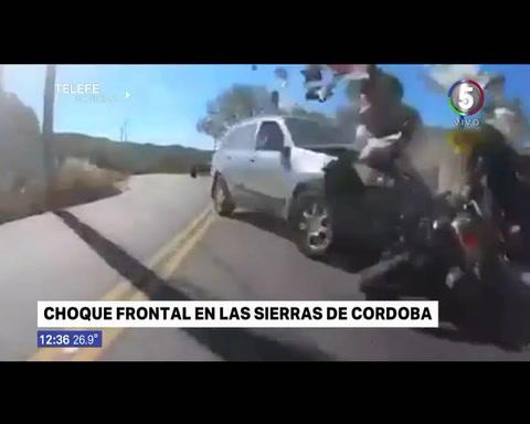 Un motociclista publicó un video en el que atropellan a un amigo