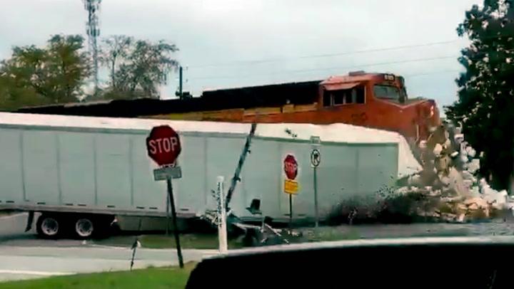 Trailersjåføren ignorerte advarslene – så kom toget