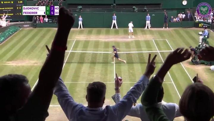 Federer y Djokovic dejaron puntos inolvidables, que pasarán en las escuelas de tenis