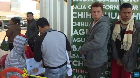 Caravana migrante se divide en México entre críticas de locales